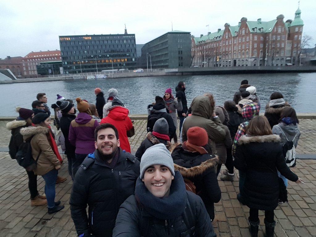 Foto de Grupo Sandemans. Lugar: Christianhavn, en frente de la Biblioteca