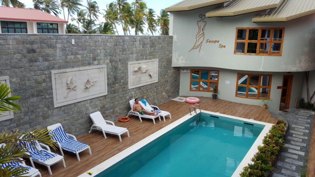 Cu nto cuesta viajar a maldivas por tu cuenta organizotuviaje for Cuanto cuesta una habitacion en un hotel