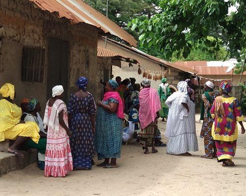 dia11-Diembering, mujeres en funeral. Senegal by Luis y Rosa