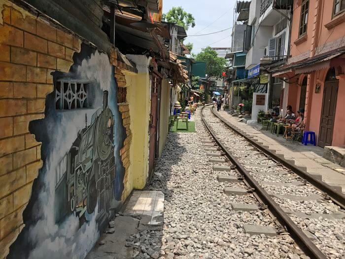 Tren callejero de Hanoi: Cómo visitar las vías del tren [GUÍA]